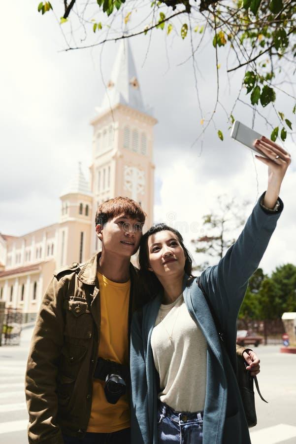 Handelsresande som tar selfie royaltyfria bilder