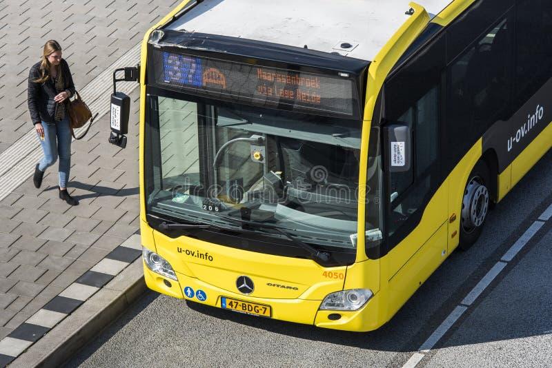 Handelsresande Utrecht för bussstation arkivbilder