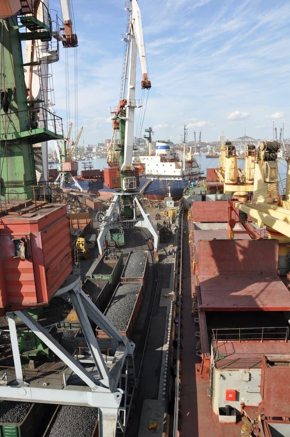 Handelsseehafen von Wladiwostok stockfotografie