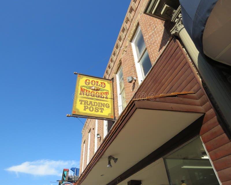 Handelstolpe för guld- klump, historisk i stadens centrum Deadwood South Dakota royaltyfri bild