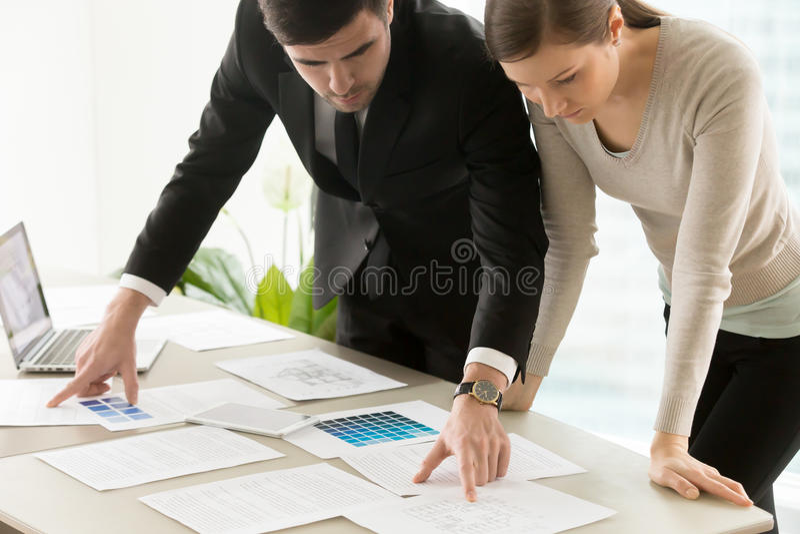 Handelswohninnenarchitekturdienstleistungen, Designer team lizenzfreies stockfoto