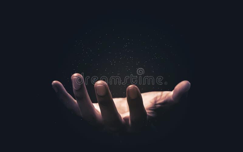 Handen bidden met geloof in religie en geloof in God op de zegen van de achtergrond Kracht van hoop of liefde en toewijding Magis royalty-vrije stock foto's