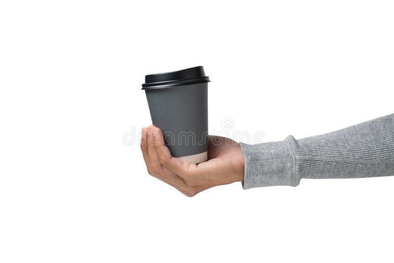 Handen die een warme koffiekop op een witte achtergrond houden stock fotografie