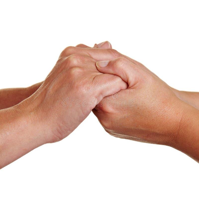Handen die elkaar houden stock fotografie