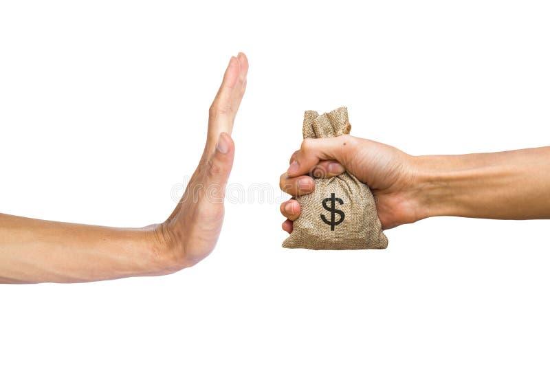 Handen die geld houden en doen hand de verwerpen om geld van te ontvangen in zakken royalty-vrije stock foto