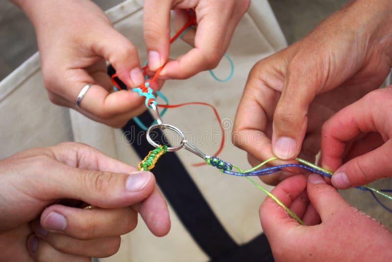 Handen die samenwerken stock foto