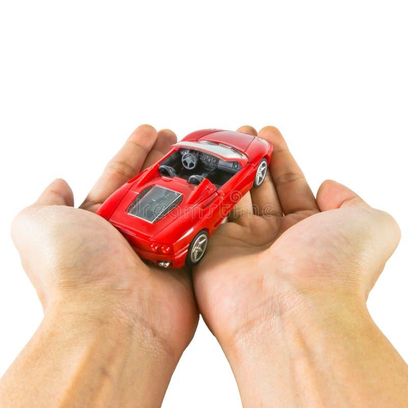 Handen die stuk speelgoed auto houden royalty-vrije stock fotografie