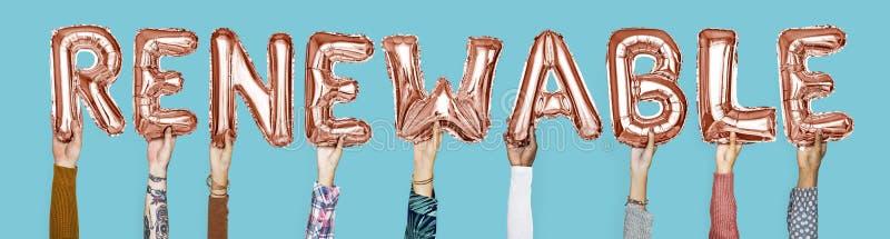 Handen die vernieuwbaar woord in ballonbrieven houden stock afbeelding