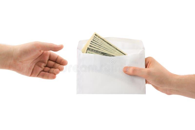 Handen en geld in envelop royalty-vrije stock afbeelding