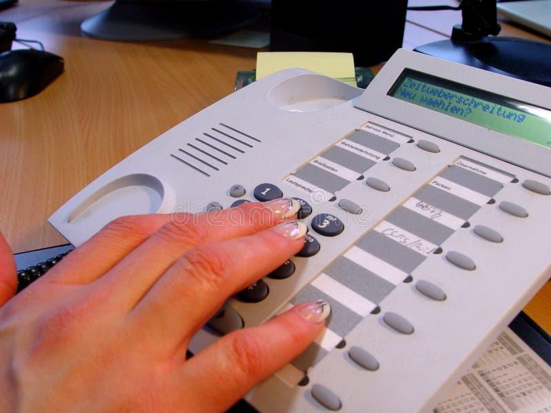 Handen en telefoon royalty-vrije stock afbeeldingen