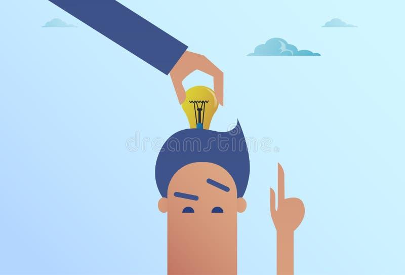 Handen för affärsmannen satte den ljusa kulan i det Head nya idébegreppet royaltyfri illustrationer