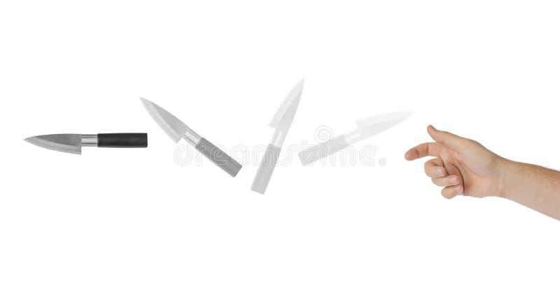 Handen kastar en kniv royaltyfri fotografi
