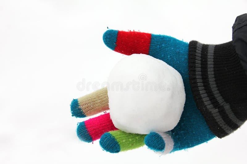 handen kastar snöboll arkivfoton