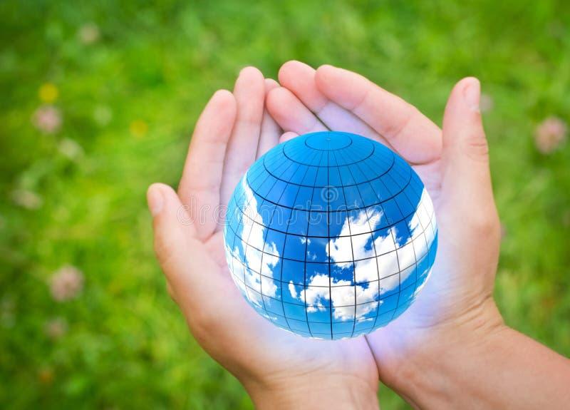 Handen met Aarde royalty-vrije stock afbeeldingen