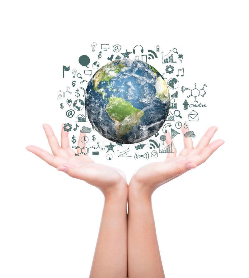 Handen met Aarde met tekenings bedrijfsgrafiek en bedrijfsvoorwerpen stock afbeelding