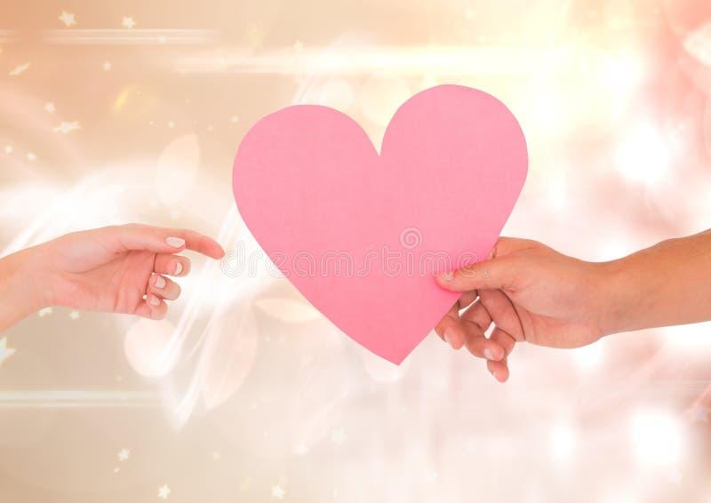 Handen met hart en fonkelende lichte bokehachtergrond royalty-vrije stock afbeelding