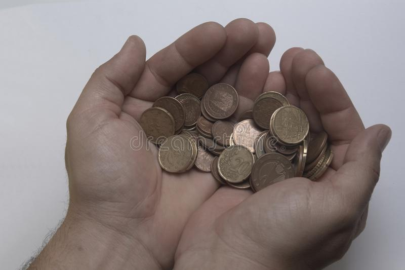Handen met muntstukken royalty-vrije stock afbeelding
