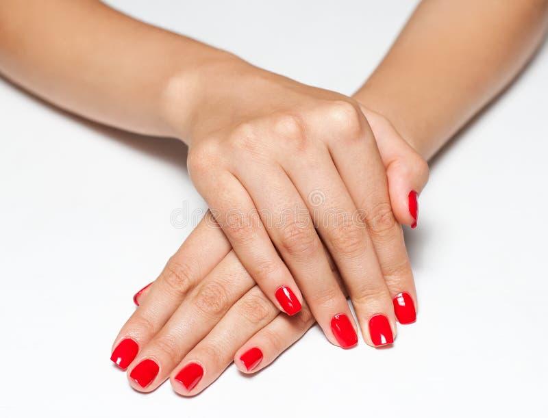 Handen met rode manicure stock foto's