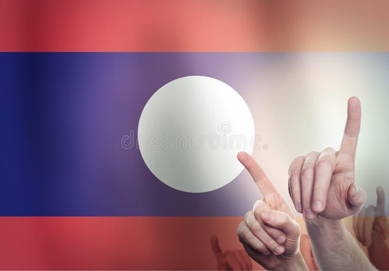 Handen op de achtergrond van de vlag van Laos Het concept van de vrijheid stock foto