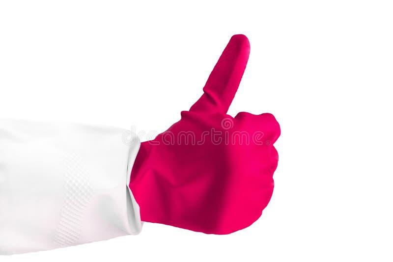 Handen som bär den rosa gummihandsken, visar tummen upp tecknet som isoleras över vitt, tecknet som royaltyfri foto