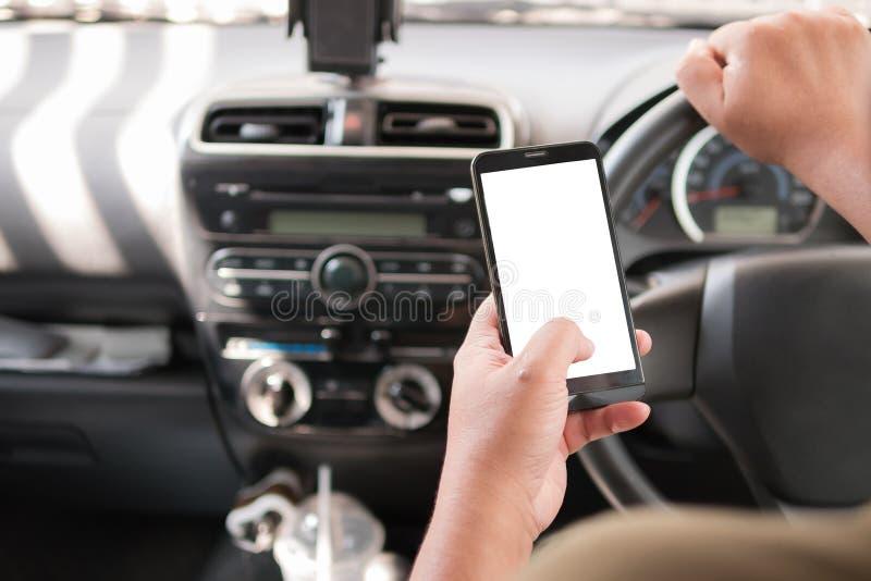 Download Handen Van De Mens Die Mobiele Slimme Telefoon Met Leeg Wit Voor Exemplaar Met Behulp Van Stock Afbeelding - Afbeelding bestaande uit vertoning, hand: 114226561
