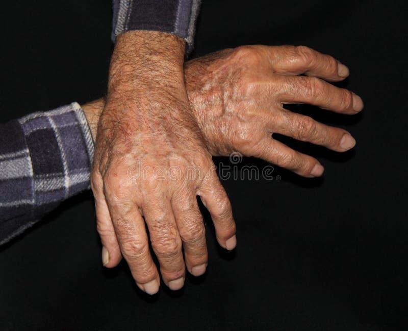 Handen van een hogere mens stock afbeeldingen