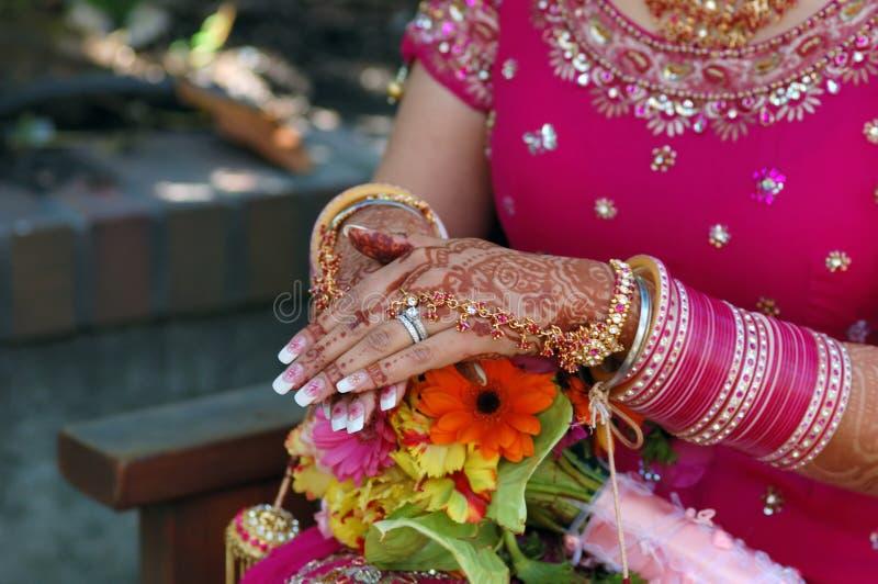 Handen van een Indische bruid stock foto