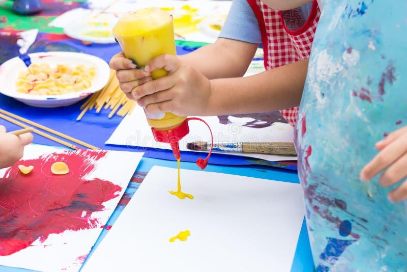 Handen van het schilderen royalty-vrije stock foto