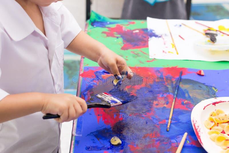 Handen van het schilderen royalty-vrije stock foto's