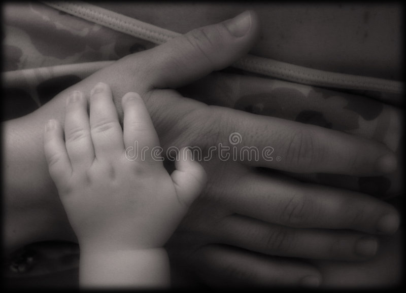 Handen van moeder en baby royalty-vrije stock foto's