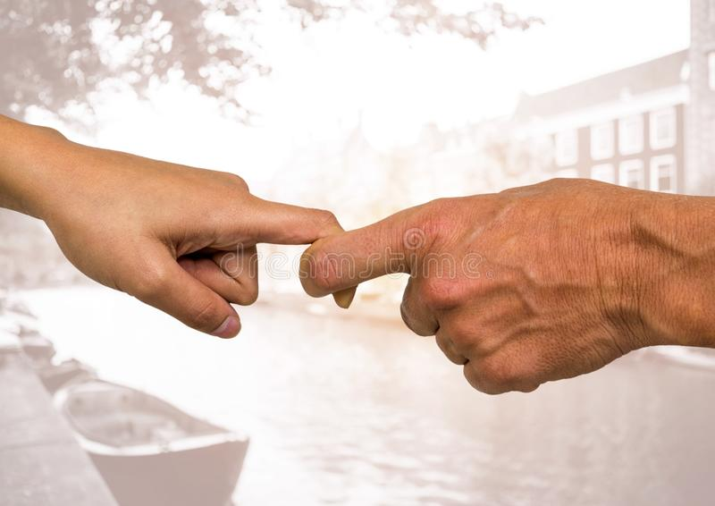 Handen van paar die elke anderen houden vinger royalty-vrije stock afbeelding