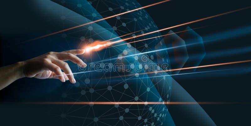 Handfinger mit rührender Verbindung des globalen Netzwerks der Beleuchtung lizenzfreies stockfoto