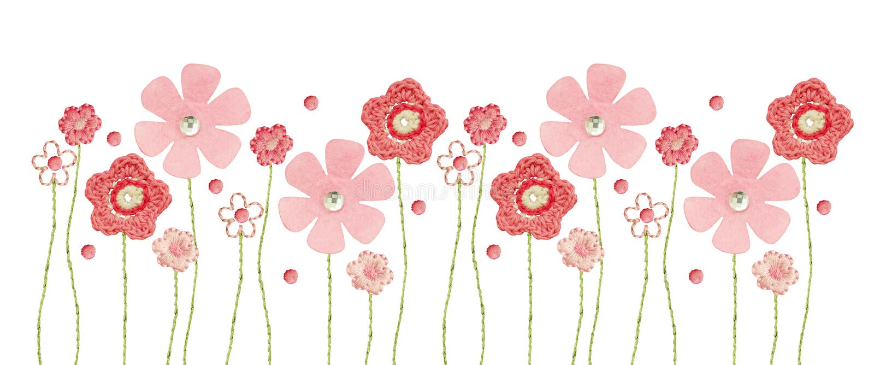Handgemaakte gehaakte, geborduurde en viltbloemen voor de decoratie van kinderdoek in een naadloze grens royalty-vrije stock foto