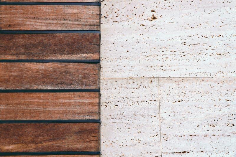 Handgemachte braune und graue Steinwand stockbild
