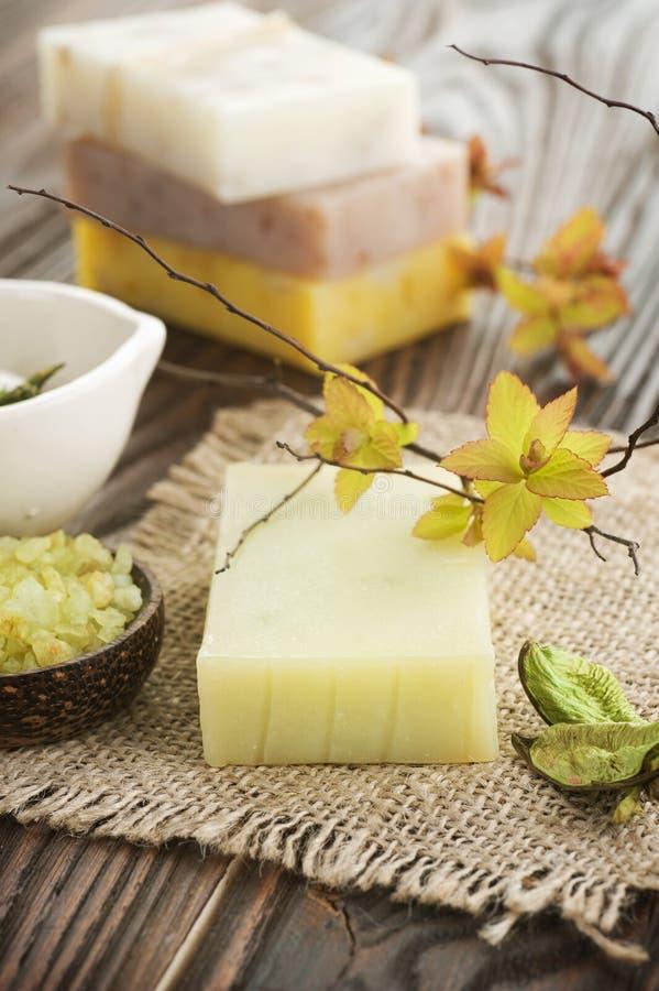 Handgemachte natürliche Seife stockbild