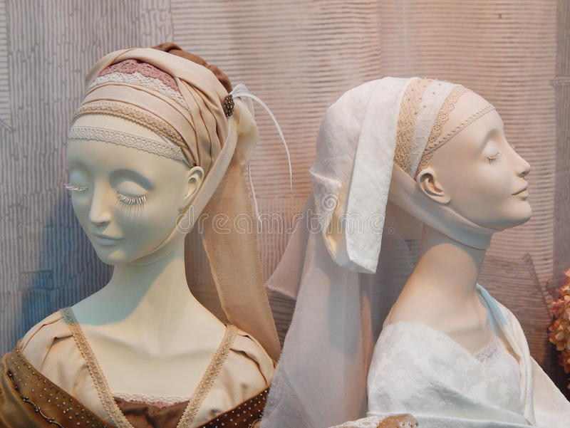 Handgemachte sammelbare Puppen von der internationalen Moskau-Ausstellungs-Kunst von Puppen stockfoto