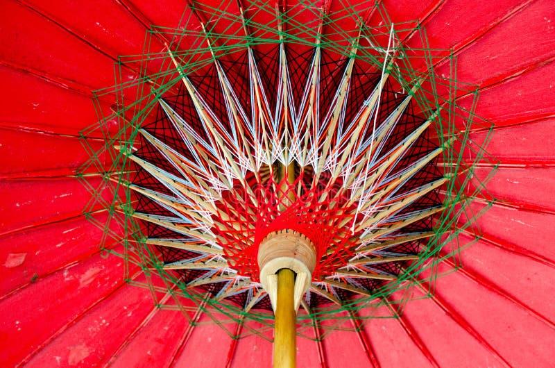 Handgemachter Bambusregenschirm für Verkauf in Asien CHIANG MAI, THAILAND stockfotografie