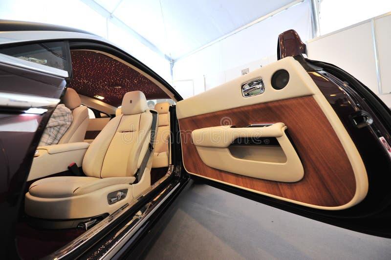 Handgemachter einzigartiger Innenraum des Rolls Royce Wraith auf Anzeige während der Singapur-Yacht-Show bei einem Grad 15 Marina  lizenzfreies stockfoto