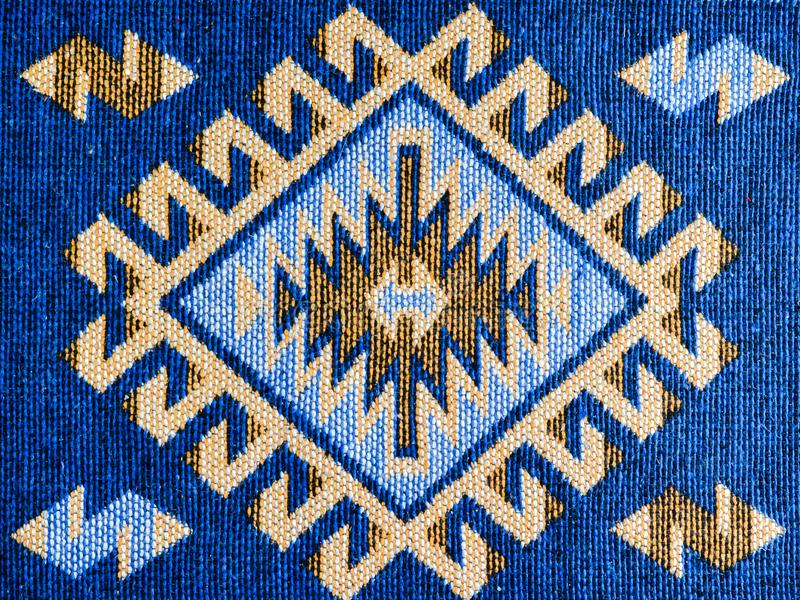 Handgemachter Teppich mit traditionellem Motiv stockbild