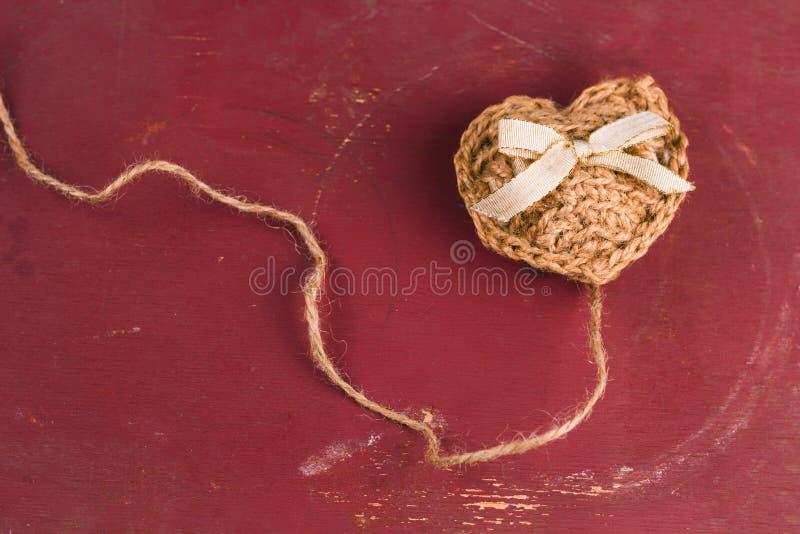 handgemachtes gestricktes Herz stockfotos