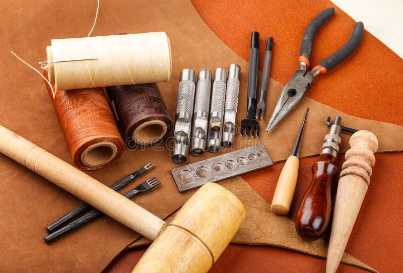 Handgemachtes ledernes Handwerkswerkzeug stockbilder