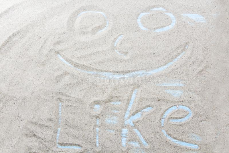 Handgeschriebenes Wort MÖGEN auf braunem Sand auf dem Strand am sonnigen Tag stockfotos
