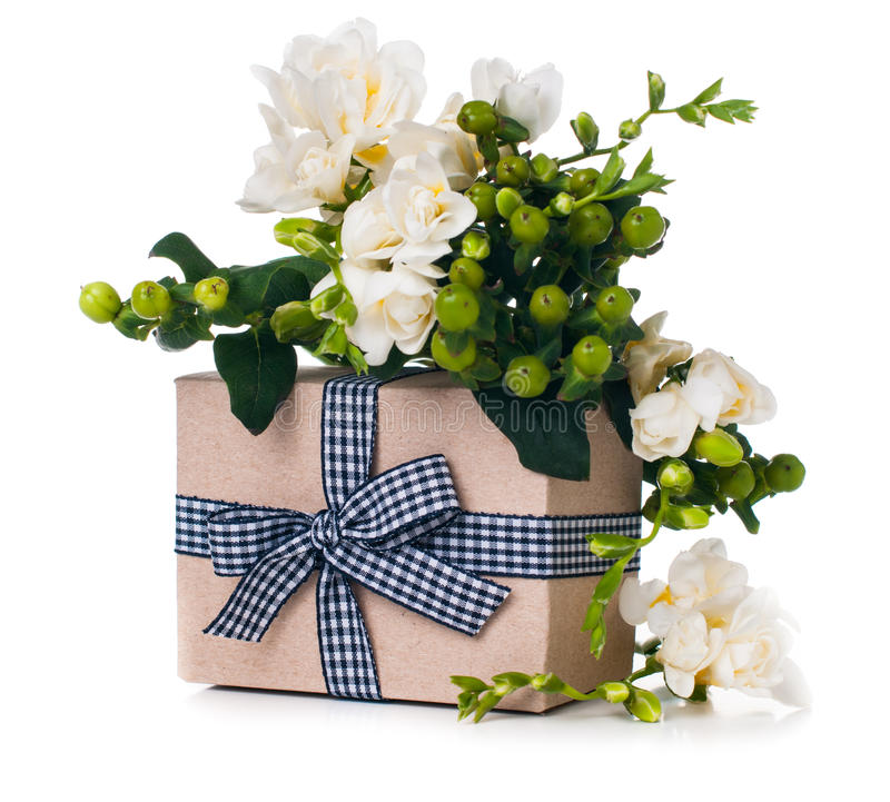 Handgjord ask med gåvan royaltyfri fotografi