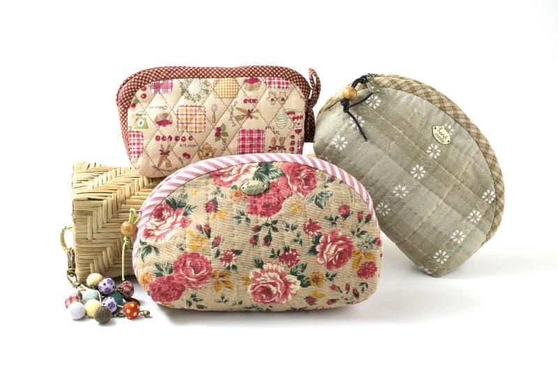 Handgjord handväska som isoleras på vit arkivbild
