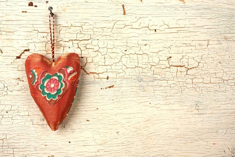 Download Handgjord Hjärta För Valentin På En Vit Trädörr Fotografering för Bildbyråer - Bild av hemlagat, roman: 37348829