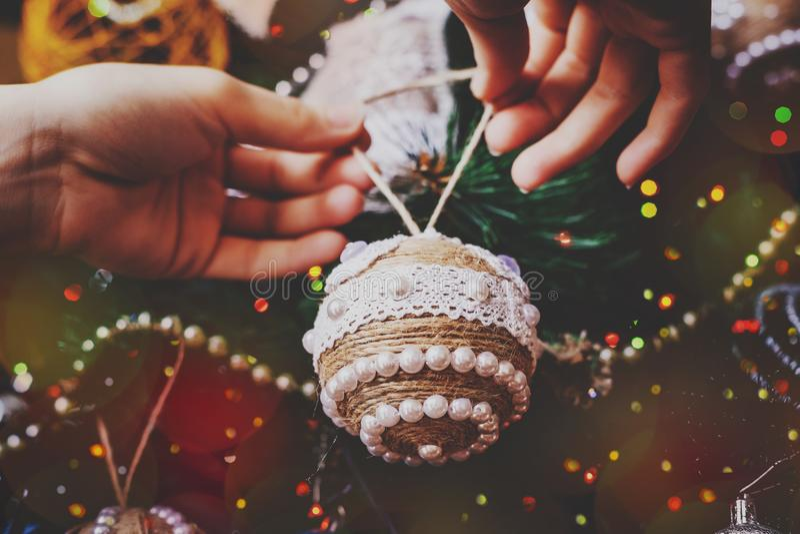 Handgjord jul tvinnar bal fotografering för bildbyråer