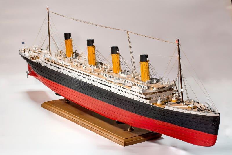 Handgjord modell av kolossalt Härlig handgjord modell av kolossalt som isoleras på vit bakgrund royaltyfri fotografi