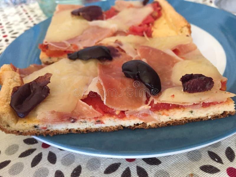 Handgjord pizzagluten frigör royaltyfri foto