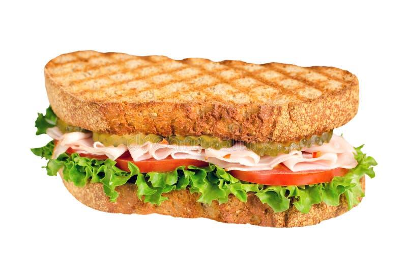 Handgjord smaklig kalkonsmörgås med tomaten, sallad och gurkan som isoleras på vit arkivfoto