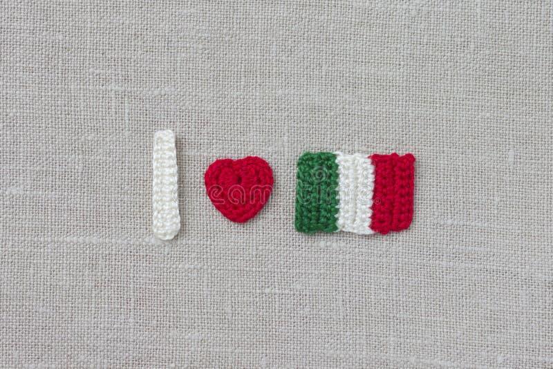 Handgjord virkningItalien flagga och hjärta Virkningtext älskar jag Italien fotografering för bildbyråer